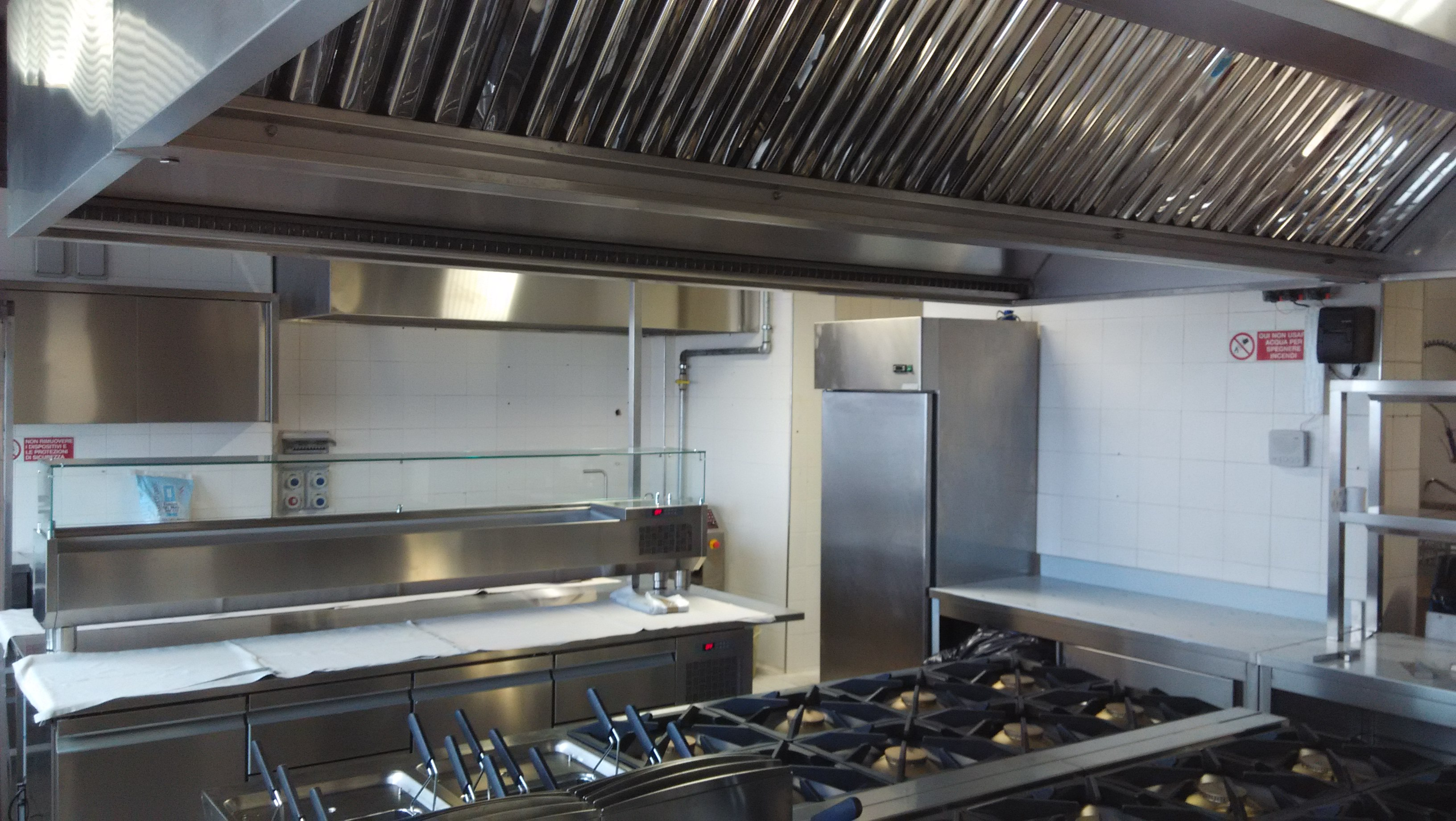 Installazione cappe cucina e impianti di aspirazione abbattitori di fuliggine - Cappa cucina senza canna fumaria ...